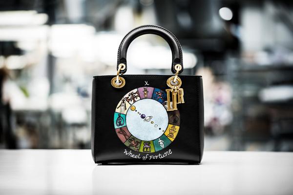 """迪奥推出全新Lady Dior""""命运之轮""""手提包包"""