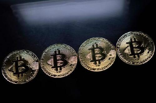巴菲特首次谈论比特币:远离比特币 它就是个笑话