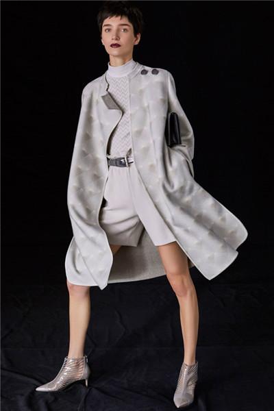 Giorgio Armani释出最新2018早秋系列时尚型录