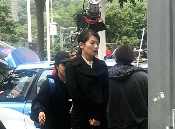 """此前,刘涛在访问当中表示,她这次的角色与精明能干的""""安迪""""截然不同,她这次饰演一个家庭主妇,在琐碎的家庭生活中逐渐陷入了抑郁,这样的人设,难怪会憔悴。刘涛说:""""我的这个角色和丈夫认识十年了,然后结婚生孩子六七年了,从生完孩子就一直在家里带孩子。她曾经有过的,对人生的一个理想、梦想,未来想要实现的,其实都没有去做""""。"""