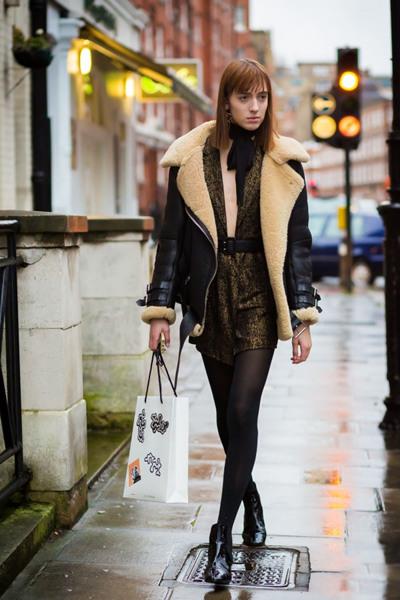 欧美达人街拍造型示范 皮毛一体穿搭保暖又chic
