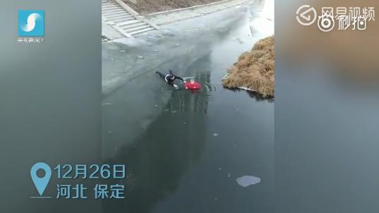 54岁大叔破冰跳河救人 称当时顾不了那么多