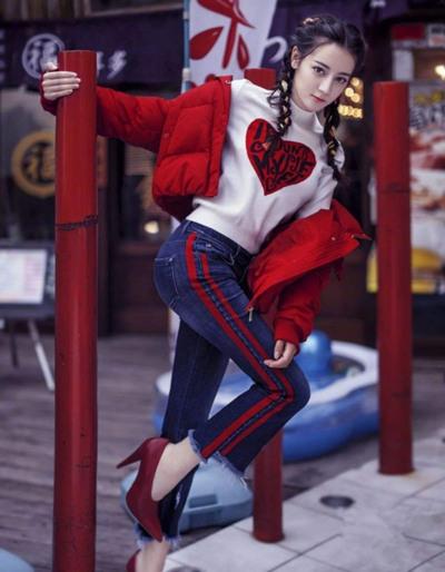 明星都爱不释手的流行趋势 阔腿裤+羽绒服瞬间提升气场