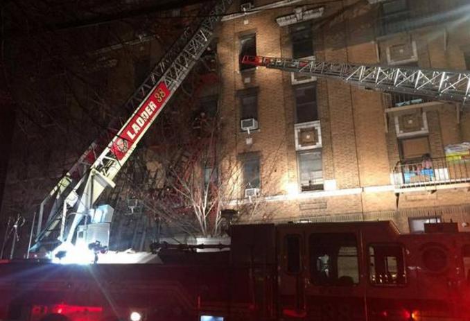 纽约一公寓楼突发大火 至少造成6人死亡