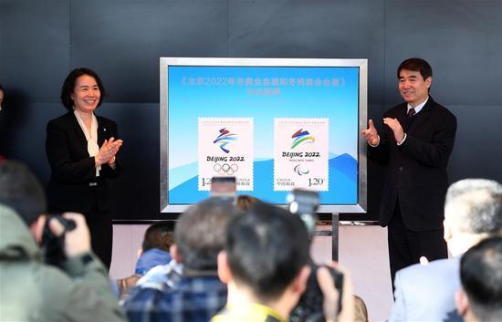 北京冬奥会徽纪念邮票发行 每版邮票专门设计观看比赛的二维码