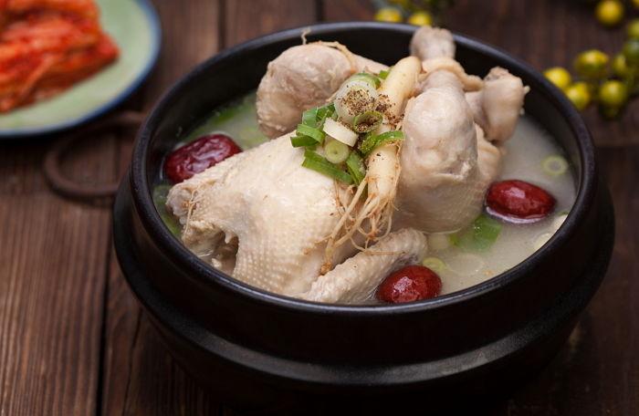 朴槿惠狱中过元旦 早饭年糕汤午餐半只清炖鸡
