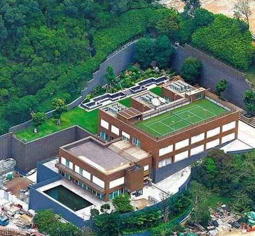 女明星豪宅曝光:林青霞在11亿豪宅屋顶上种植了很多花花草草