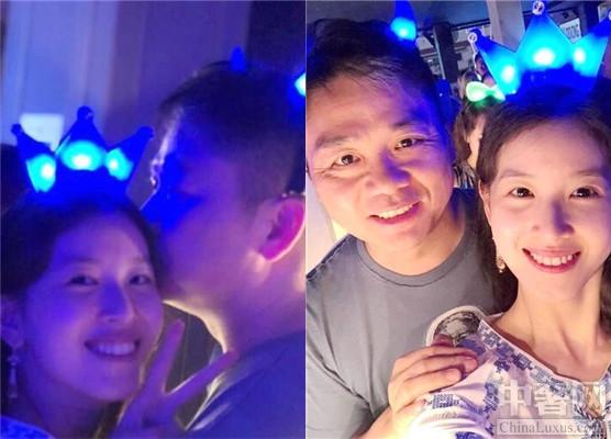 章泽天被刘强东亲吻 两人首次公开这么亲密的照片