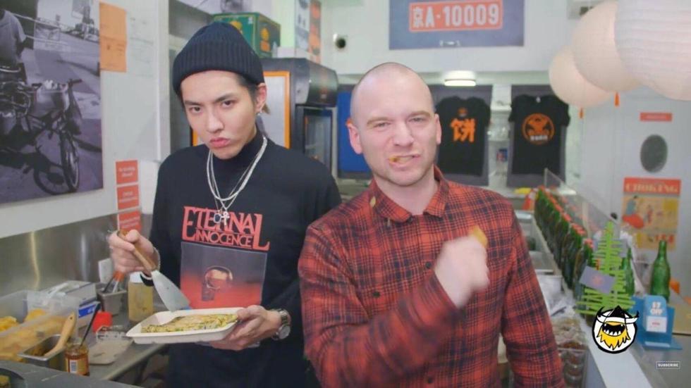 吴亦凡街头摊煎饼 优质艺人都这么全能吗!