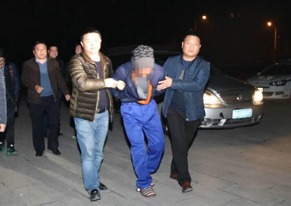 湖北黄冈金店老板遭劫杀 抢劫嫌犯整容时被抓