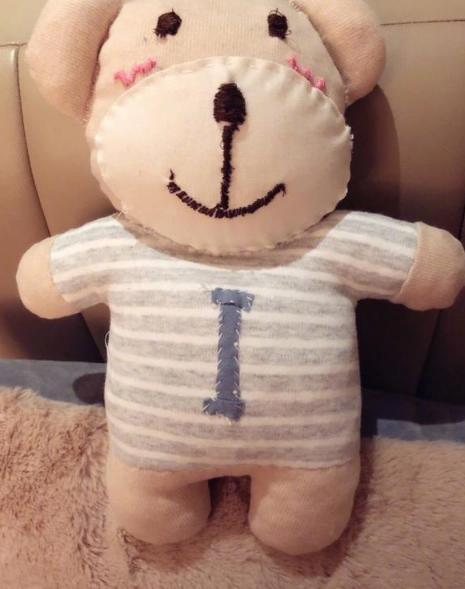 谢娜做娃娃回赠好友:一针一线都是我缝的!