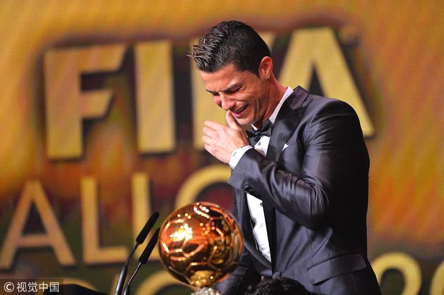 2014年1月13日,苏黎世,2013国际足联金球奖颁奖典礼举行,C罗获奖激动落泪。
