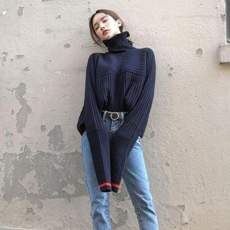 高领毛衣搭配示范 冬季高领的3种穿法让你远离臃肿
