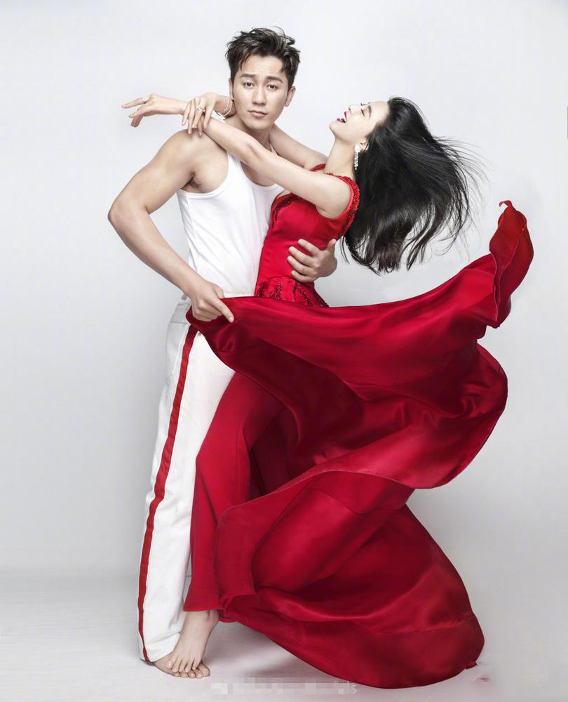 范冰冰李晨登上《ELLE》2月刊 满满幸福感