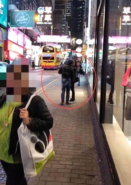 郭富城方媛被拍街头热吻。