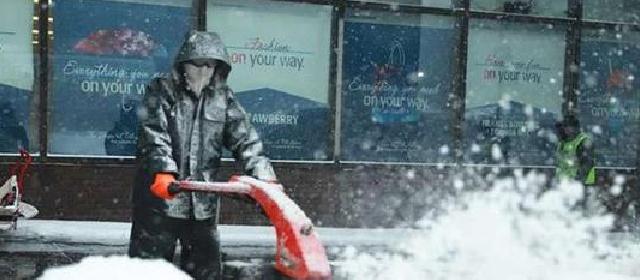 纽约遇30年罕见暴风雪 学校关闭企业放假航班取消