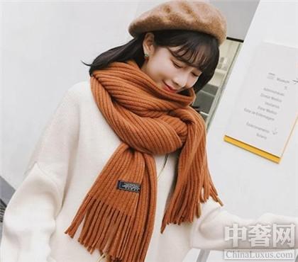 焦糖色围巾搭配技巧示范 亚洲黄皮肤的救星