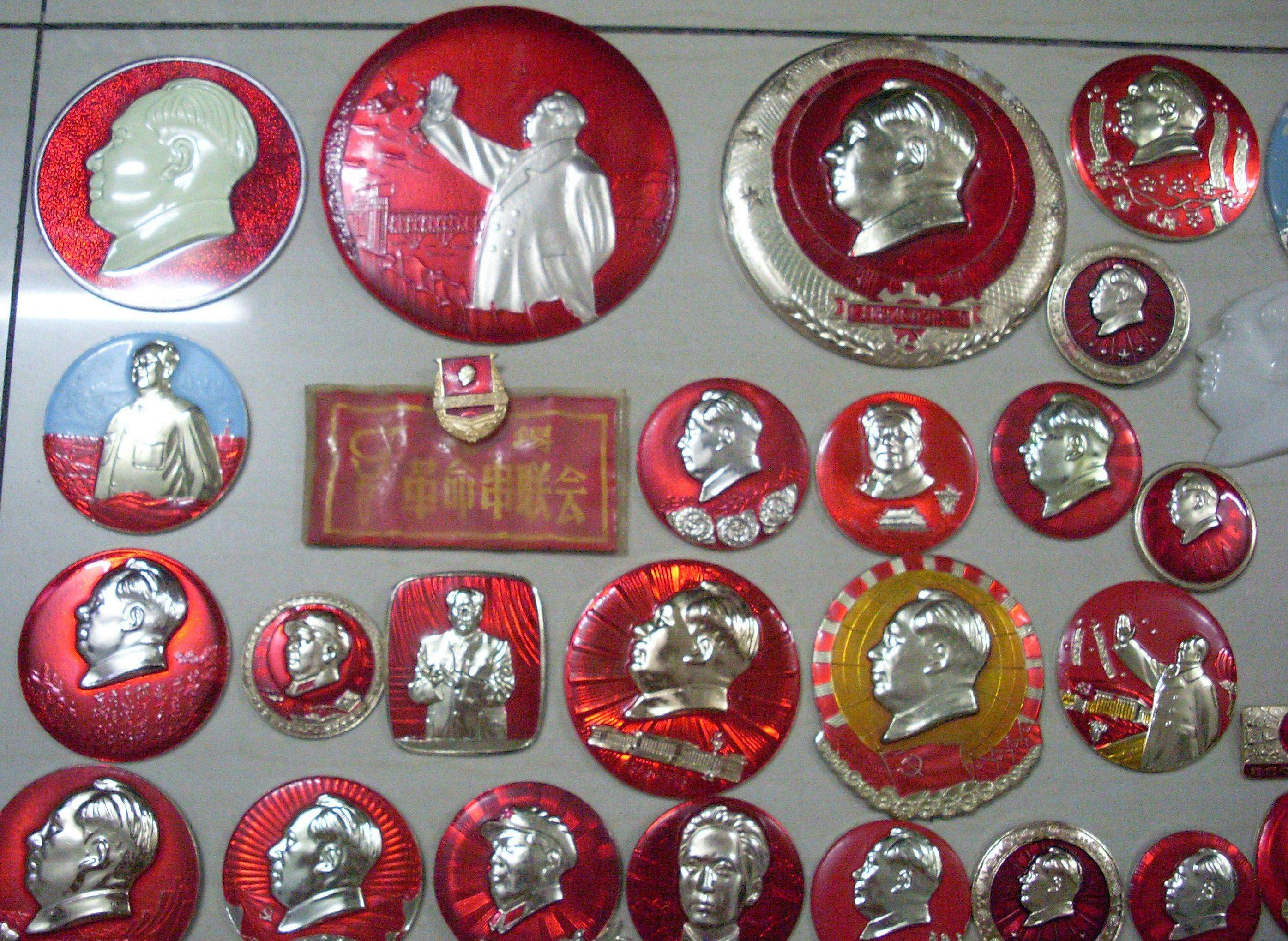 民间红色收藏家藏品印刻着时代烙印 梦想建立红色文化收藏馆
