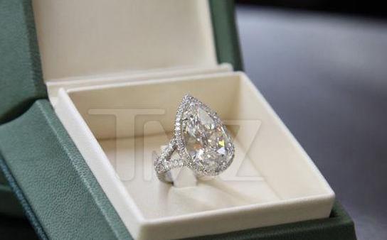 豪门名媛帕丽斯·希尔顿宣布订婚 20克拉大钻戒令人艳羡