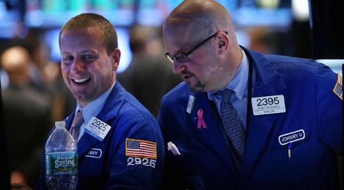 美股三大指数再创新高 机构上调年底目标预期