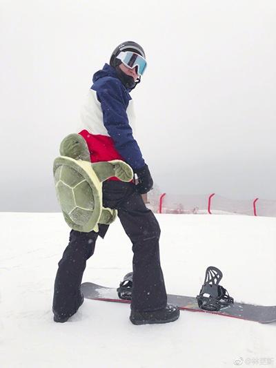 林更新变萌新软妹 网友:整个滑雪场就你最骚气