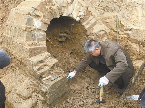 黄岩新前发现东晋士大夫墓 出土两件青瓷器
