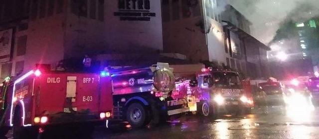 菲律宾宿务一处商场起火 所有人员均已安全撤离