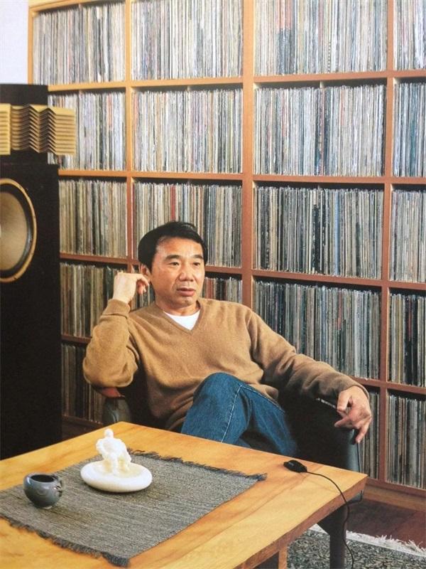 听村上春树讲述他收藏的一屋子的唱片