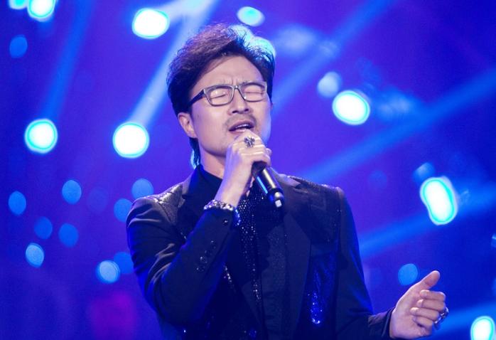 汪峰《歌手》携乐队演绎经典曲目