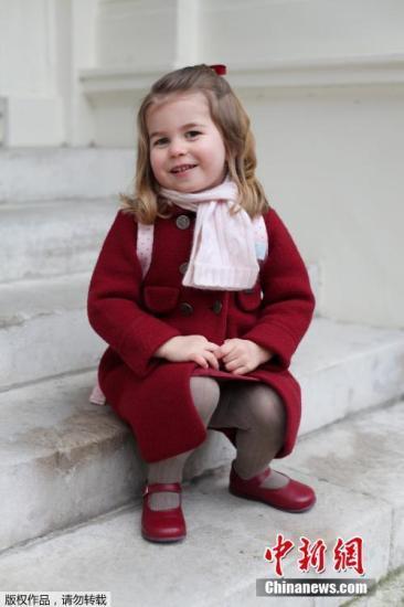 夏洛特小公主上幼儿园 一身小淑女LOO尽显皇家气质