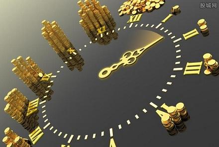2、时间的选择要得当<br /> 无论基金定投的频率如何,基金定投开始的时间也是需要选择的。一般来说,基金定投比较适合趋势向上的市场,这样投入越多收益越多。若大盘涨得很高,基金价格也很高,并且对后市也不看好,此时便有如下两种选择:其一,可以停投一到两个月,不影响以后定投;其二,适当减少投资。反之,若股市在熊市,可以适当增加投资,以增加基金份额。