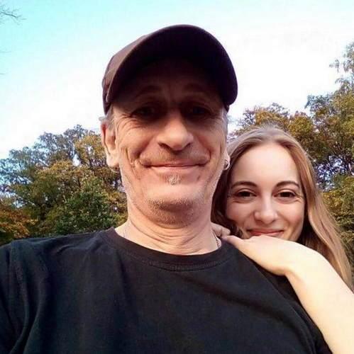 19岁女生爱上52岁大叔 这段忘年恋原来是这样发生的