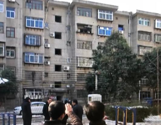 咸阳小区发生爆炸两人死亡 因带爆炸物讨债所致