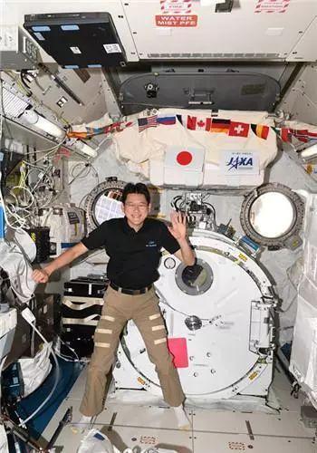 41岁宇航员称在太空长高9cm!原来系假新闻