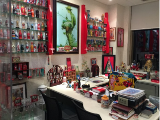 收藏可口可乐30年 举办各种展会分享对可口可乐的热情