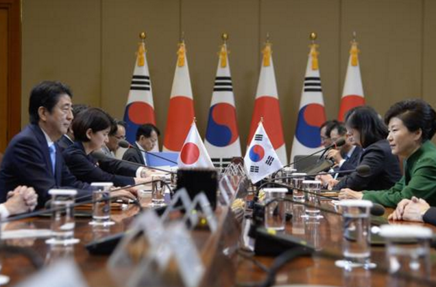 """韩总统敦促道歉韩日""""慰安妇"""" 日韩关系趋冷"""