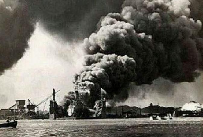 珍珠港被偷袭 在美国的日本人哭到:让我回国
