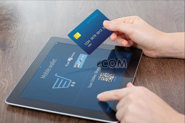 不想全款买车 信用卡分期、汽车贷款选哪个?