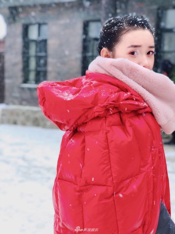 蒋依依晒唯美赏雪照 整个人充满治愈的力量