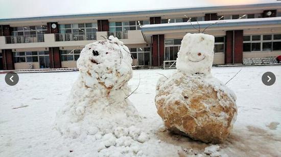 日本熊孩子教室烤肉 此后该班便在大雪中上课