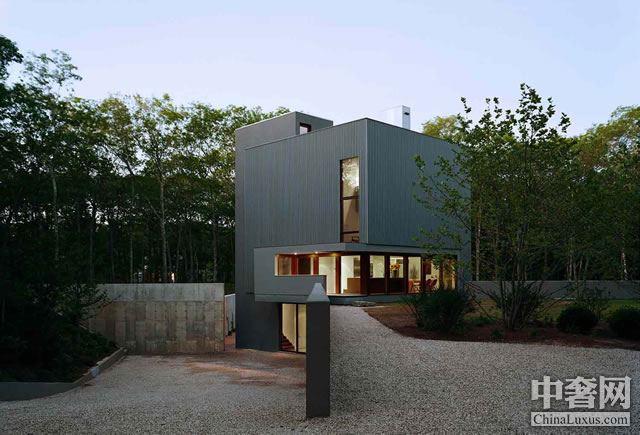 立方体Sagaponac豪宅:一栋现代简约的两层住宅
