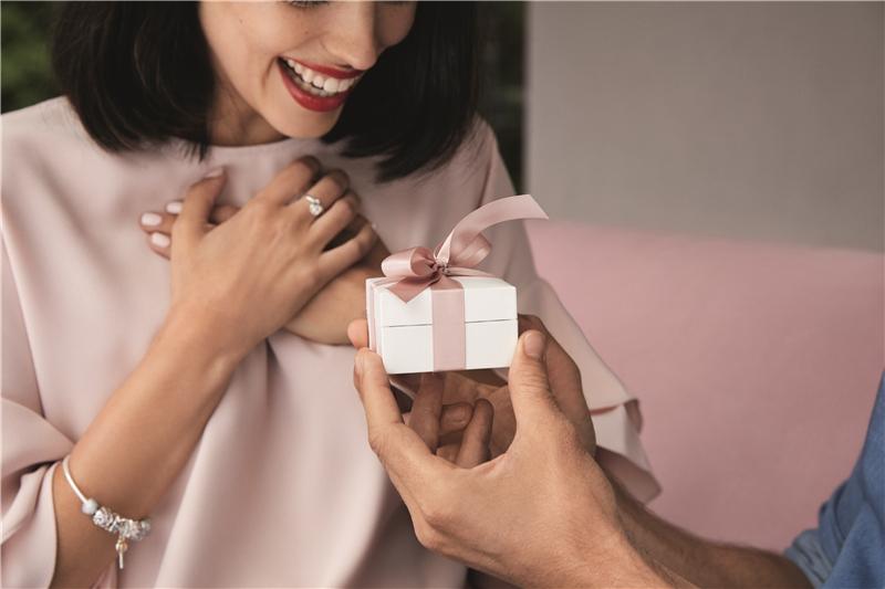 鲜花巧克力的情人节真的俗爆了 珠宝才是馈赠佳人的不二之选