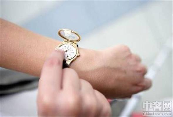 30岁男士适合哪种腕表?朗格腕表搭配各种正装非常有气质