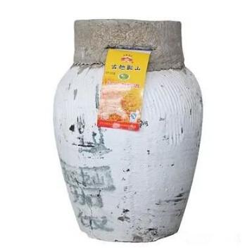 绍兴男子10多年收藏4262坛陈年黄酒 如今却无处安放