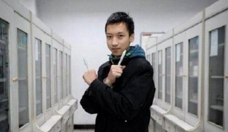 重庆高中生发明自动收缩笔芯 已提交专利申请