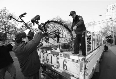 南京清拖无牌共享单车 无人认领的单车将拍卖或销毁