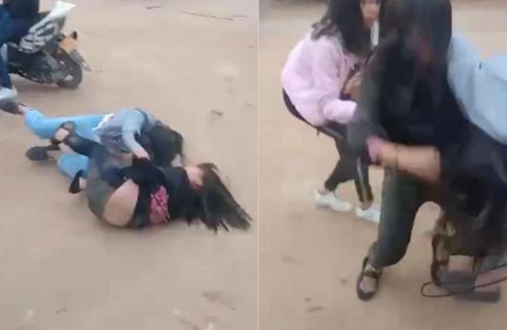 两女生打架无人劝 还有人拍照和录视频