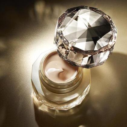 奢华底妆巅峰之作 晶致润耀粉霜展现肌肤原生之美