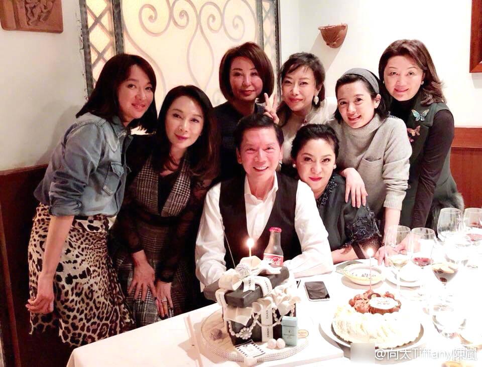 陈岚与好友庆59岁生日 向华强陪伴两人十分恩爱