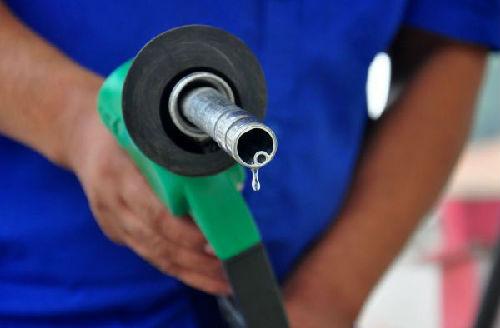 国际原油价格震荡走低 油价或面临回调